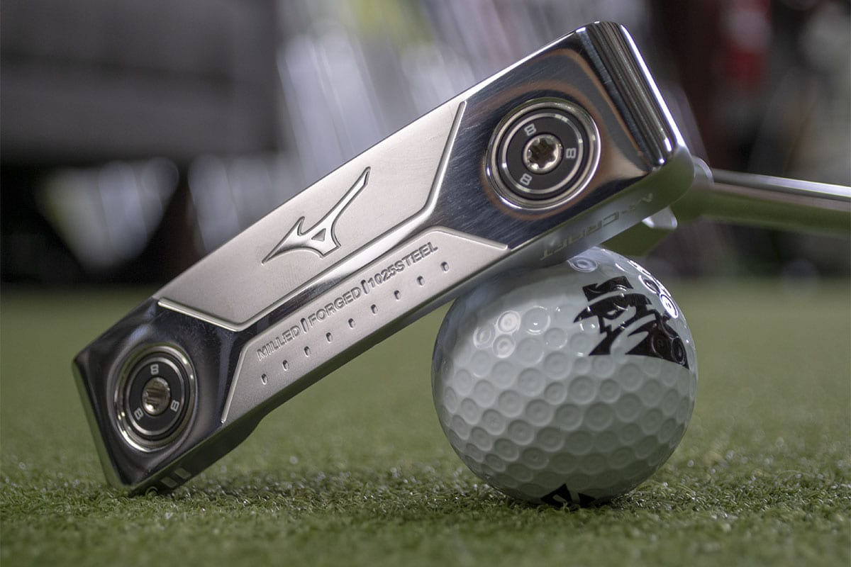 A Mizuno MCraft 2 putter, one of the best blade putters of 2020