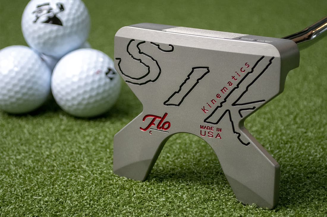 A Sikputter, one of the best 2020 mallet putters with 3 balls next to it