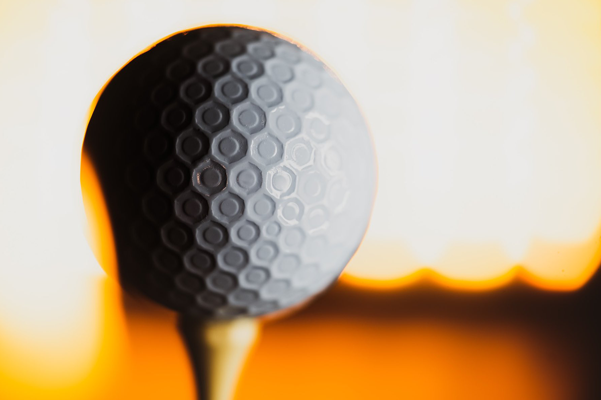 an image of the dimple patter on the Bridgestone e12 contact golf ball.