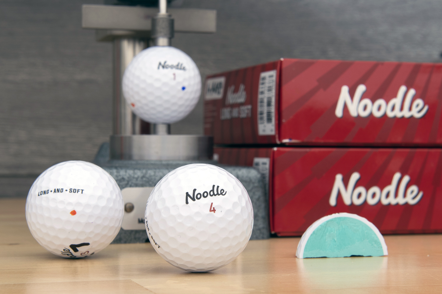 An image of the Noodle Long and Soft golf ball
