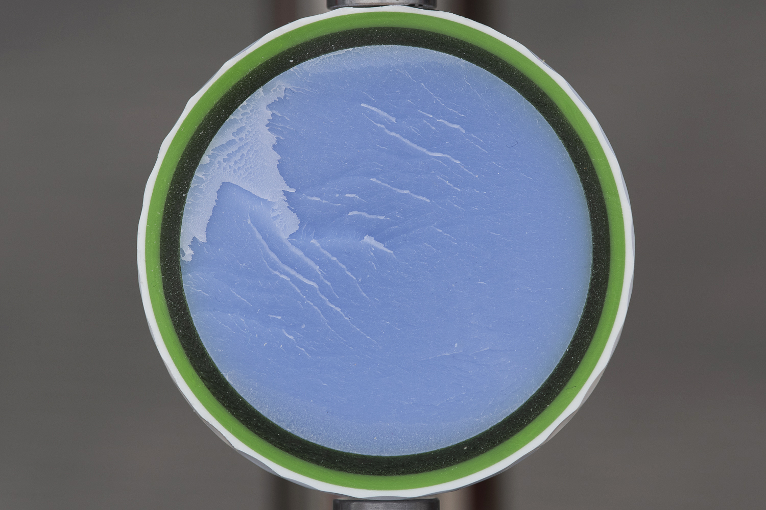 An image of the core of the Wilson Staff Model R golf ball.